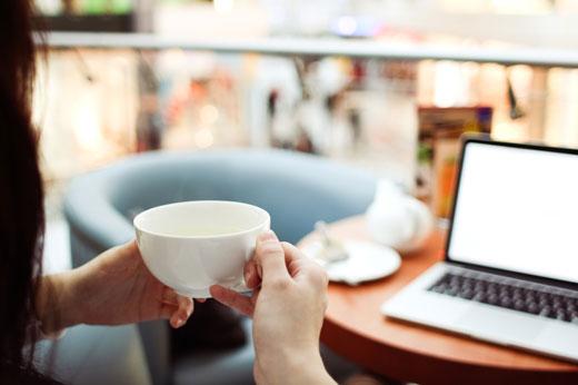 Чистим пятна от чая и кофе